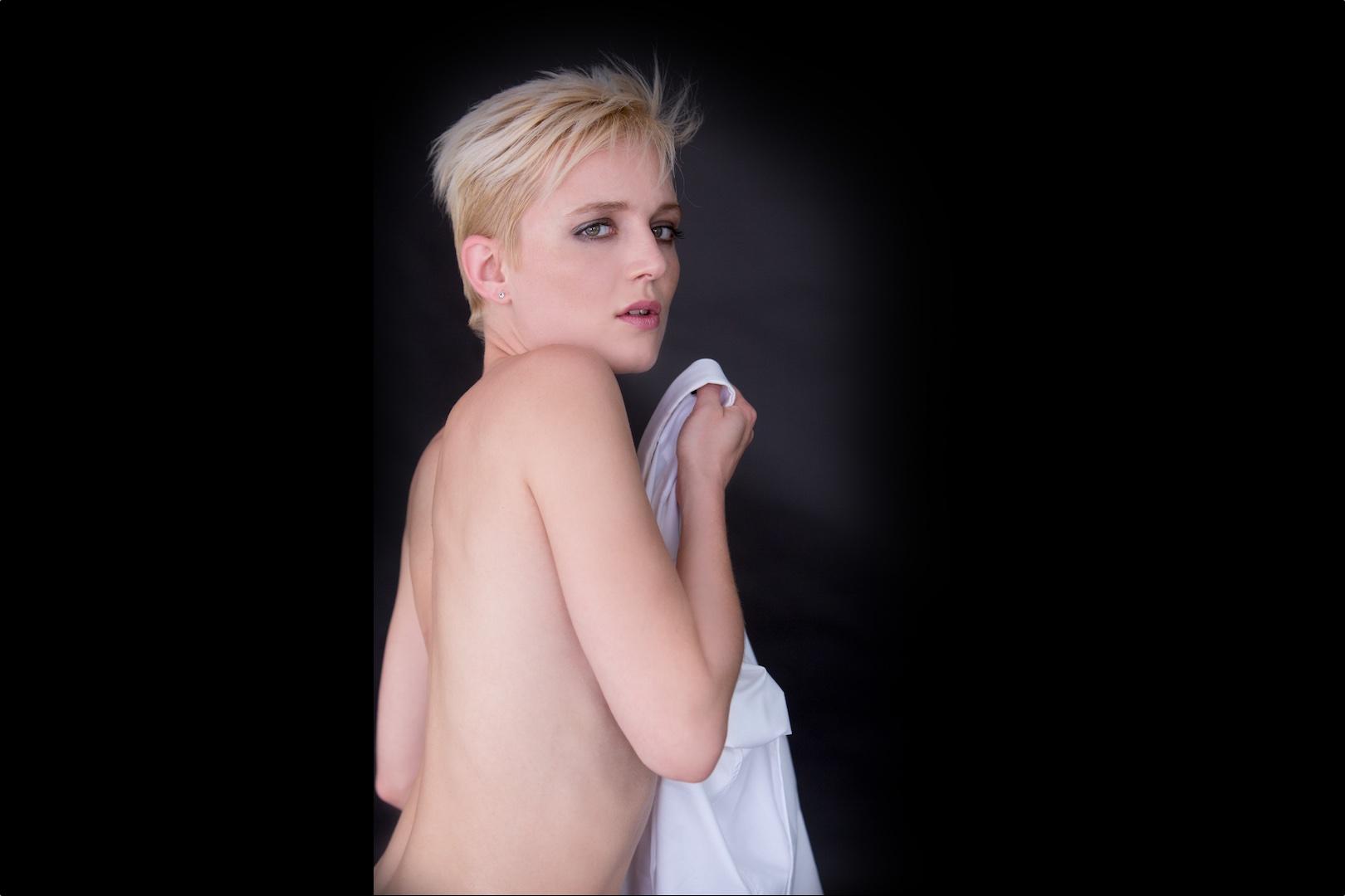 Lesbian Escort Sonjuscha Sali