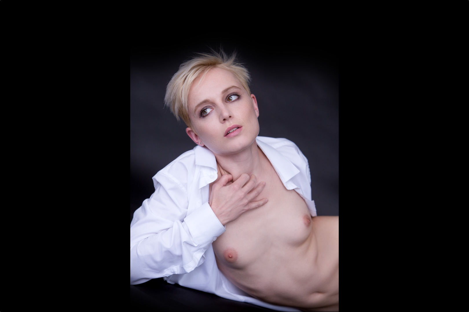 Sonjuscha Escort Berlin short hair blonde
